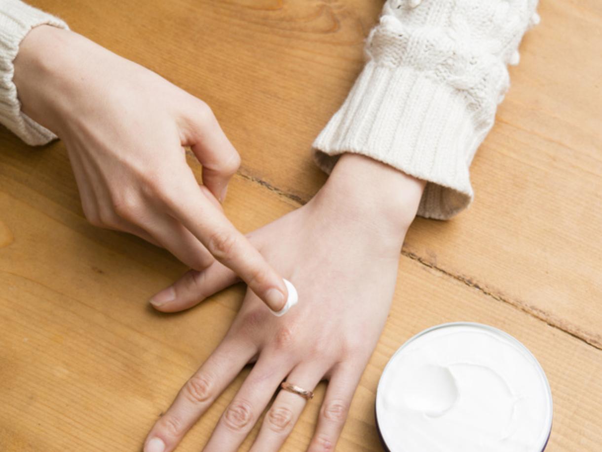 Astuces beauté pour éviter la peau qui tiraille en hiver