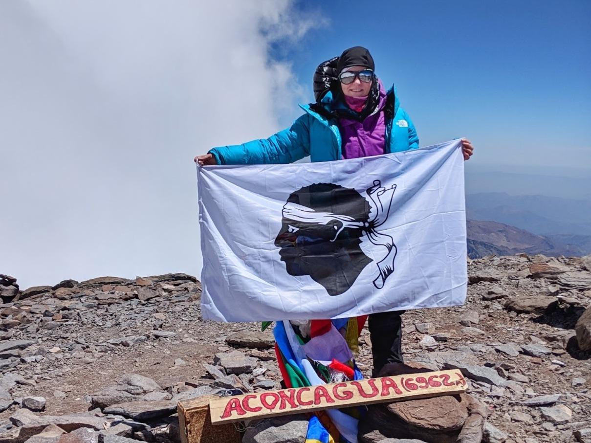 Valérie Orsoni au sommet de l'Aconcagua