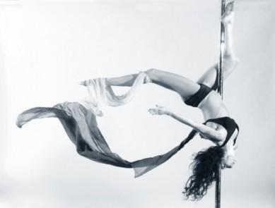 La pole dance, ou comment faire du sport en toute sensualité