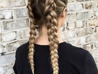 5 coiffures idéales pour enchainer bureau, entrainement et verre entre amis (wonder woman)