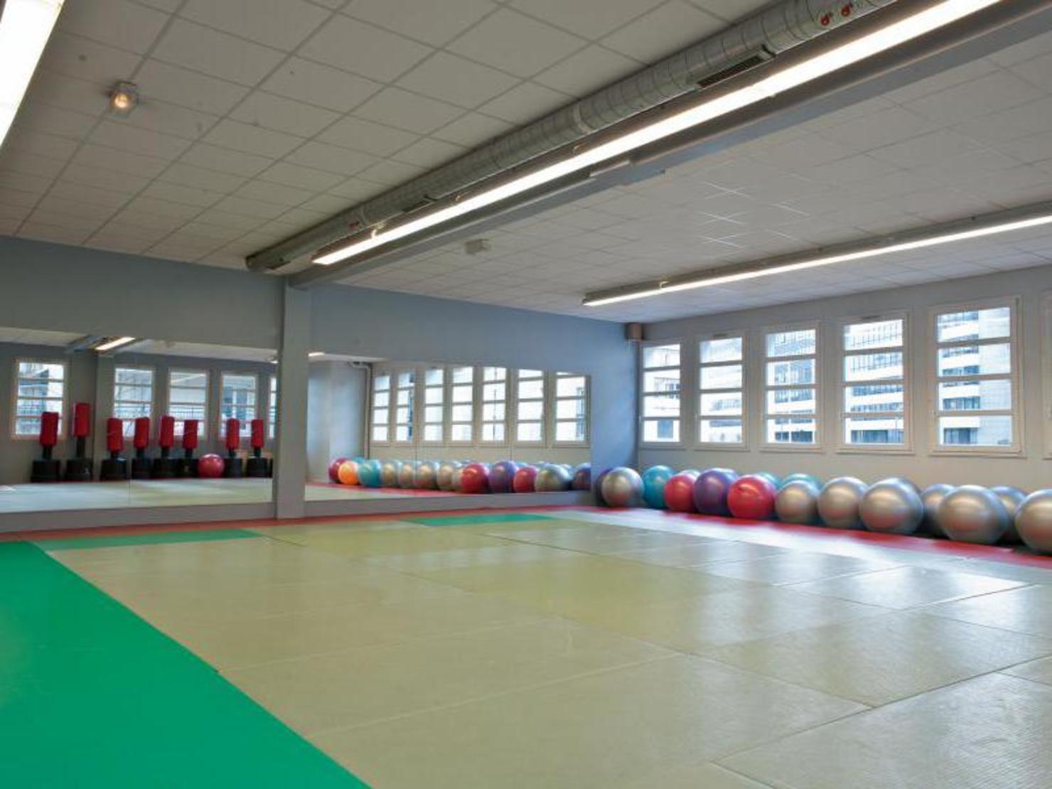 salle de sport cercle de la forme 28 images les cercles de la forme ma salle de sport. Black Bedroom Furniture Sets. Home Design Ideas