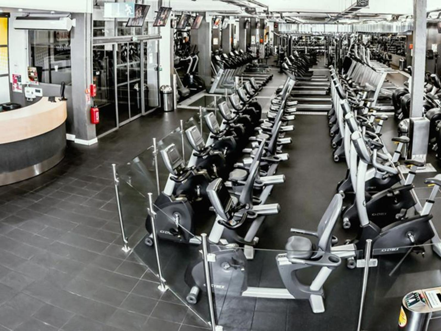 fitness park place de clichy paris tarifs avis horaires essai gratuit. Black Bedroom Furniture Sets. Home Design Ideas