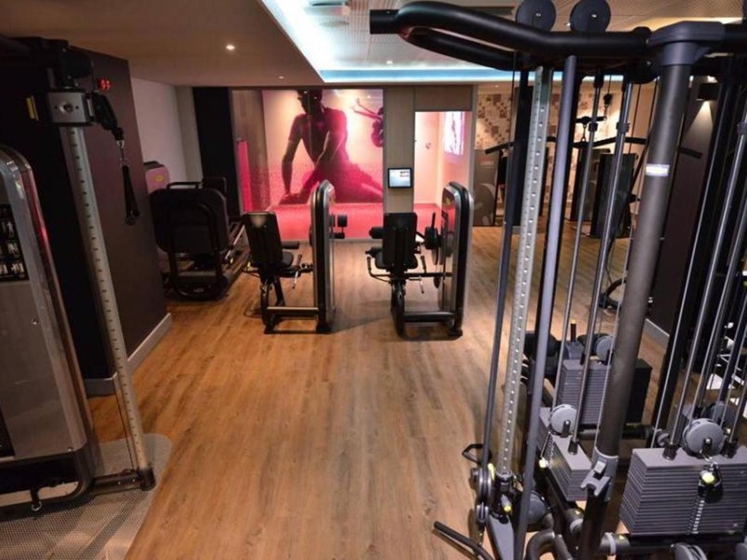 Club de fitness à PARIS. CMG SPORTS CLUB WAOU AUTEUIL. 11 rue de Chanez - PARIS. Le 7ème ciel les pieds dans l'eau près du bois de Boulogne.